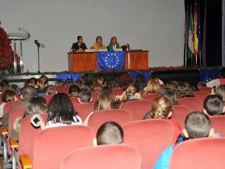 Cinco colegios de la provincia participan en una iniciativa europea de intercambio de adornos navideños
