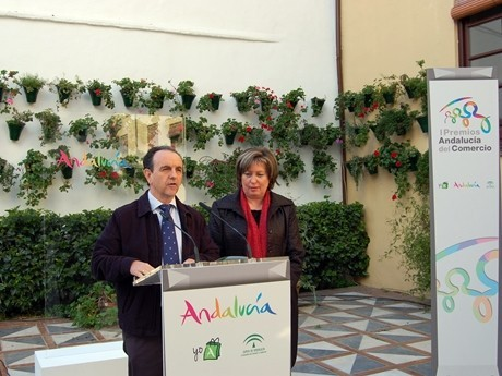 Rodríguez destaca los Premios Andalucía del Comercio Interior como reconocimiento a la dedicación de personas y entidades