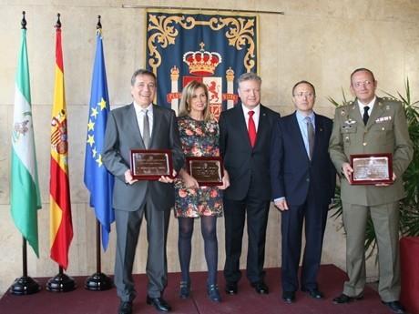 El subdelegado del Gobierno entrega los premios Plaza de la Constitución 2013