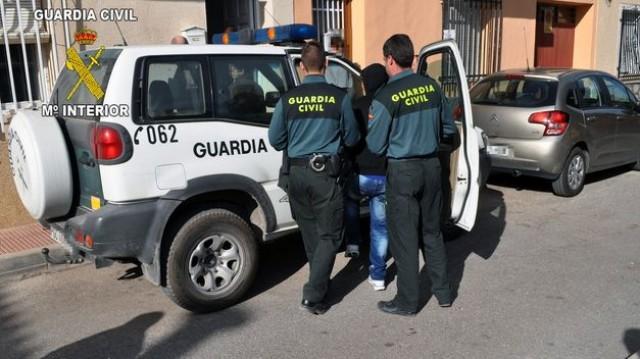 La Guardia Civil de Baena detiene a dos individuos con numerosos antecedentes delictivos