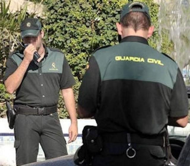La Guardia Civil detiene en Montilla a una persona e interviene 100 pares de calzado deportivo falsificado