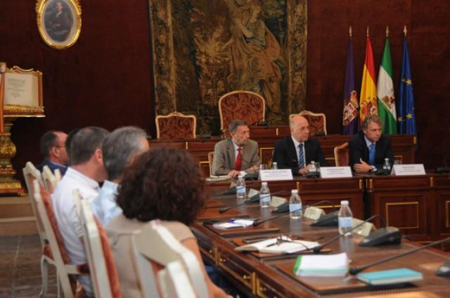 Alcaldes de la provincia se reúnen con la Autoridad Portuaria de Sevilla para conocer las oportunidades logísticas que ofrece a los empresarios cordobeses