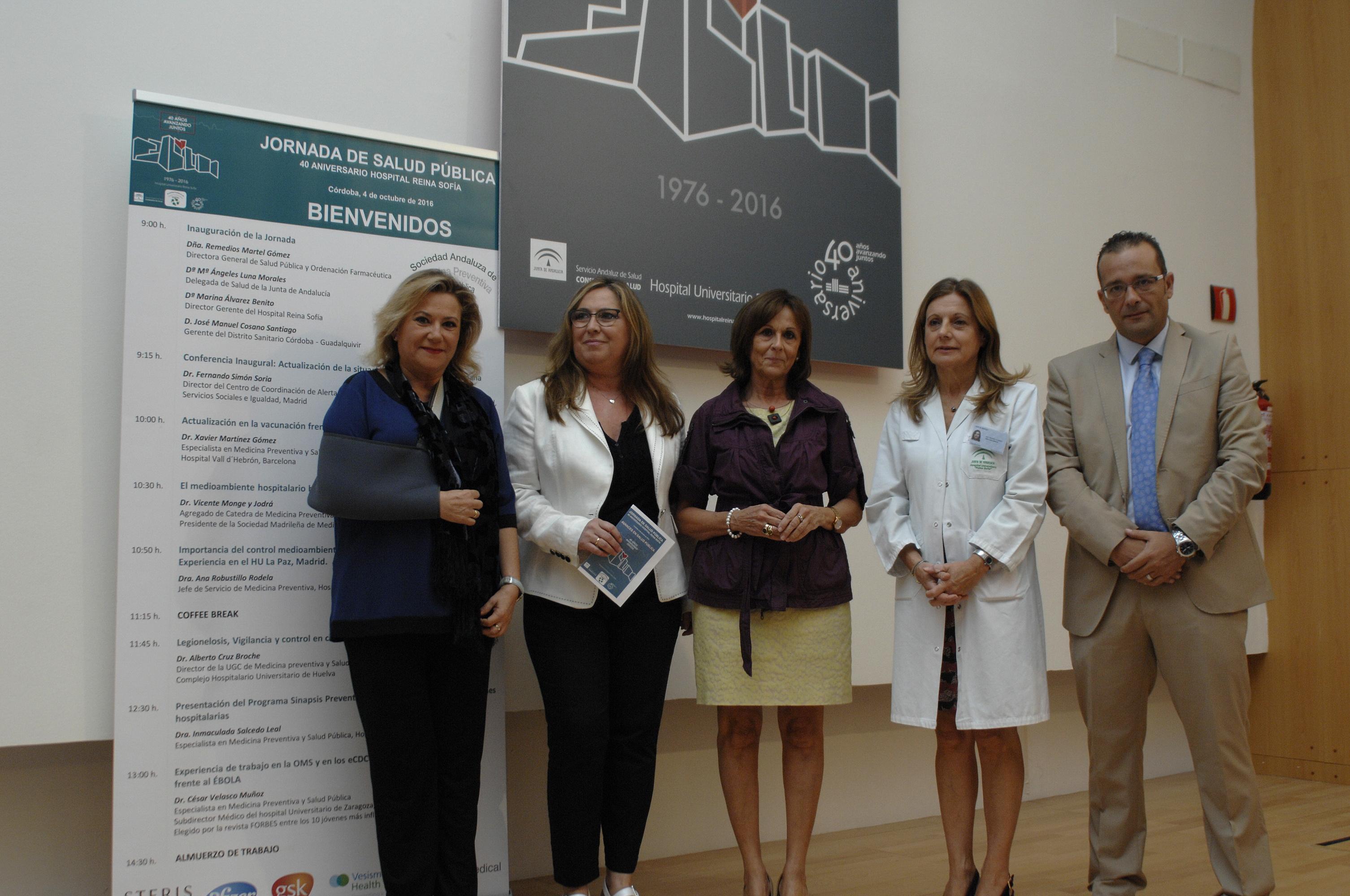 La directora general de Salud Pública y Ordenación Farmacéutica, en el centro, junto a otros responsables sanitarios