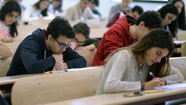 Estudiantes-universitarios-piden-Congreso-cuente_EDIIMA20160203_0463_4