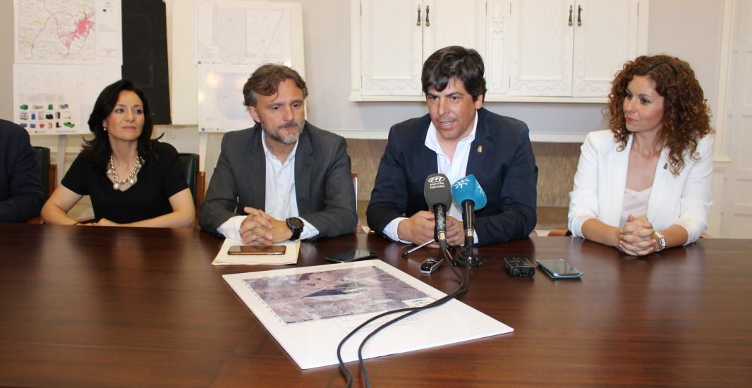 El consejero de Medio Ambiente presenta los proyectos que la Junta acometerá dentro de esta área en Montilla
