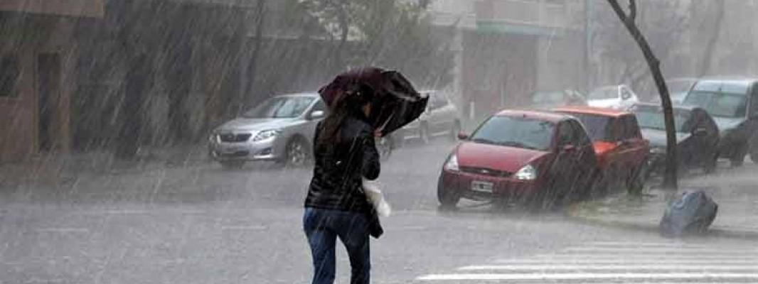 Más de 200 incidentes por lluvia y viento dejan a tres personas heridas durante el fin de semana en Andalucía