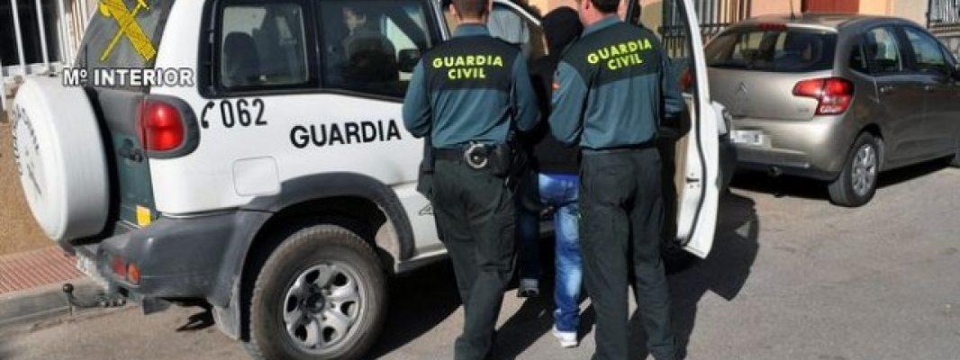 La Guardia Civil detiene a tres personas en la zona norte de la provincia como supuestos autores de un delito de falsedad documental y otro contra la salud pública