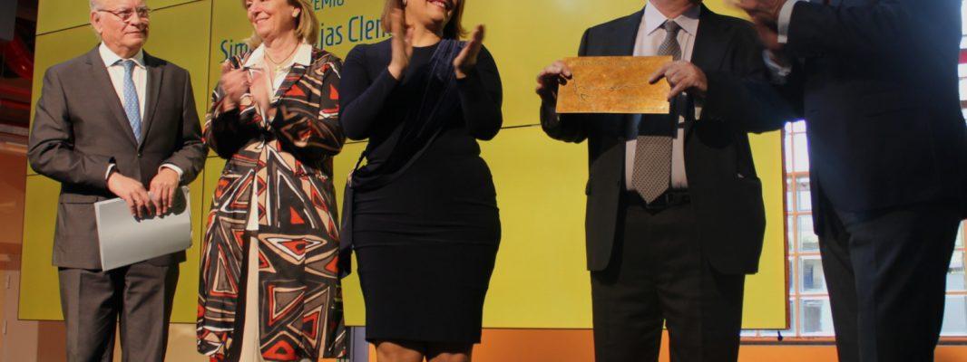 El empresario de Zamoranos, Francisco Morales, recibe el premio 'Simón de Rojas Clemente'