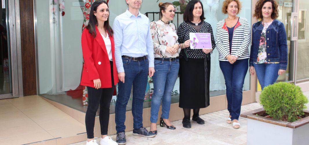"""""""Luisa Rasero"""" obtiene el premio del concurso Decora con flores tu escaparate"""