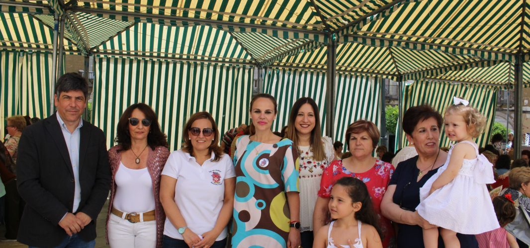 Éxito rotundo en el Día Internacional de Tejer en Público en Montilla con más de 200 participantes en una jornada bonita y divertida