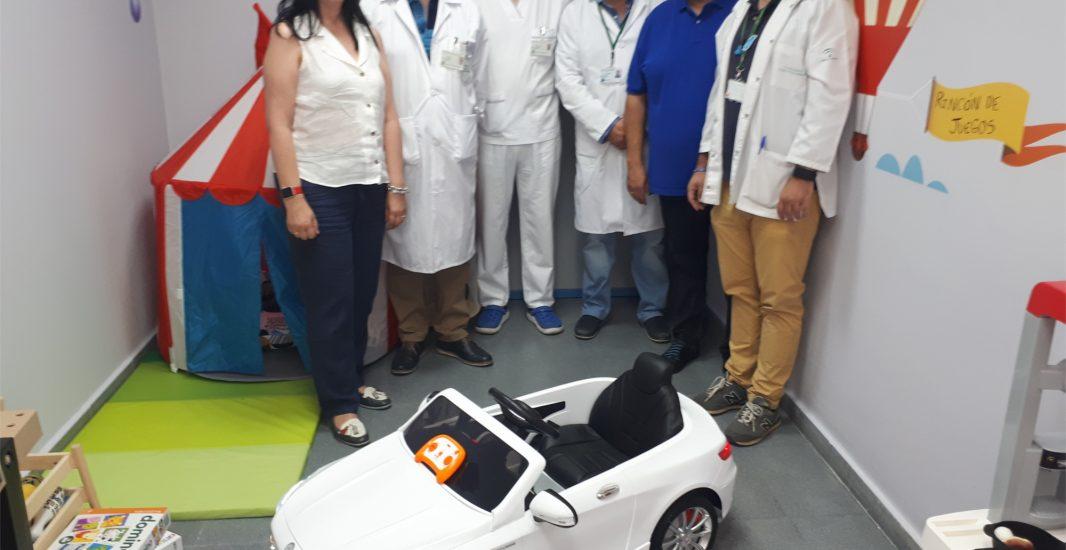 El Hospital de Montilla y el Hospital Alto Guadalquivir reciben una donación de dos coches eléctricos para reducir el estrés de los niños ingresados