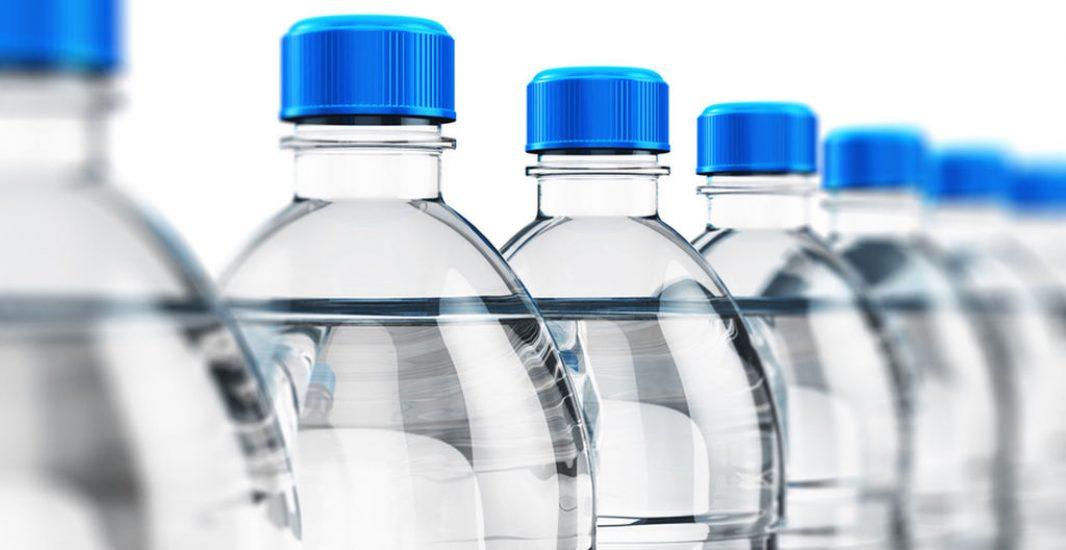 Habilitado un servicio de reparto de agua para personas mayores e impedidas