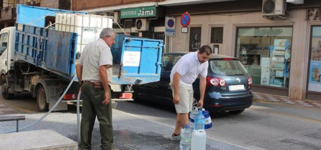 Se ha comenzado a abrir el sistema general de abastecimiento de agua en Montilla