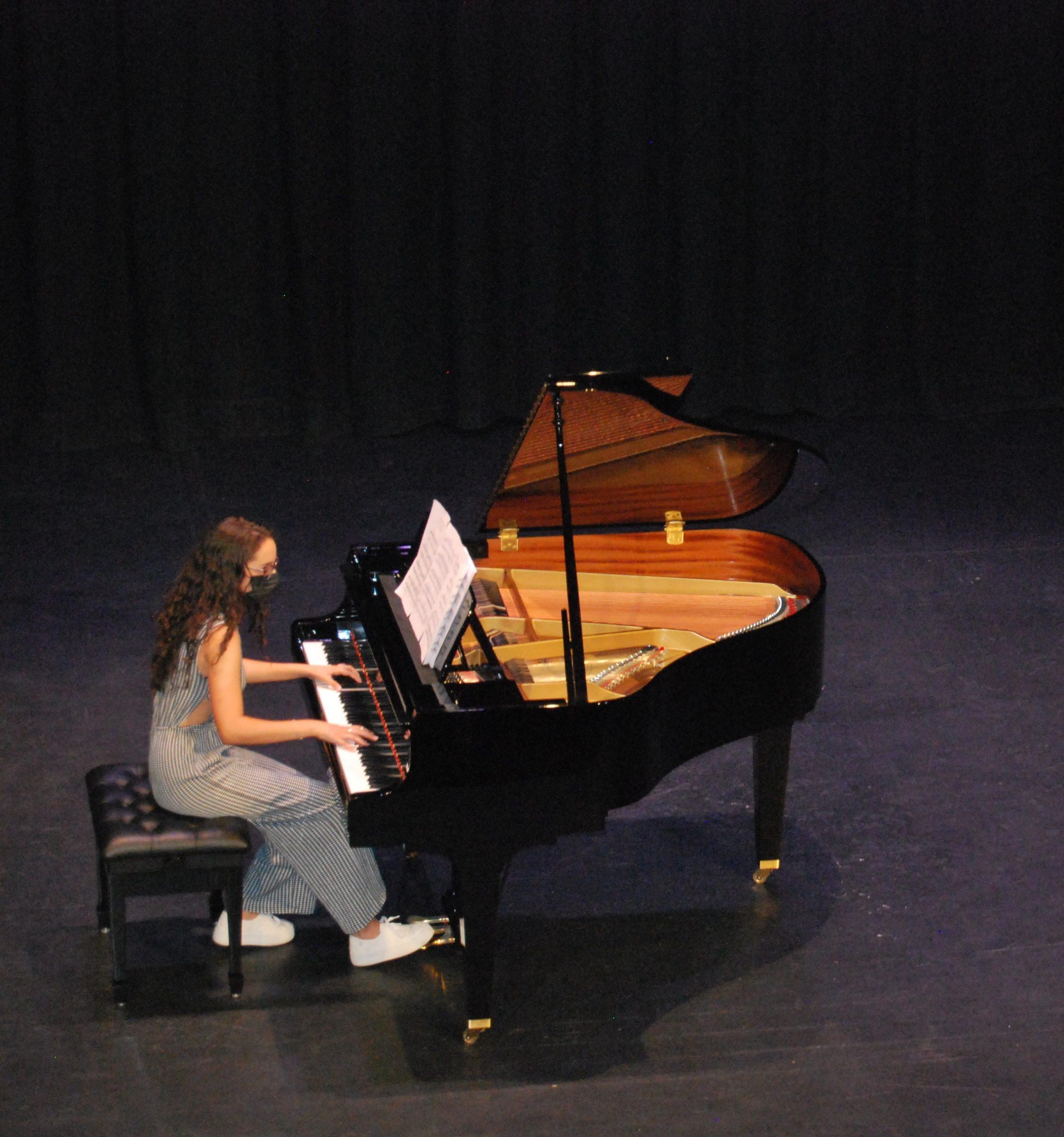 El Ayuntamiento de Montilla adquiere un piano de cola para el Teatro Garnelo