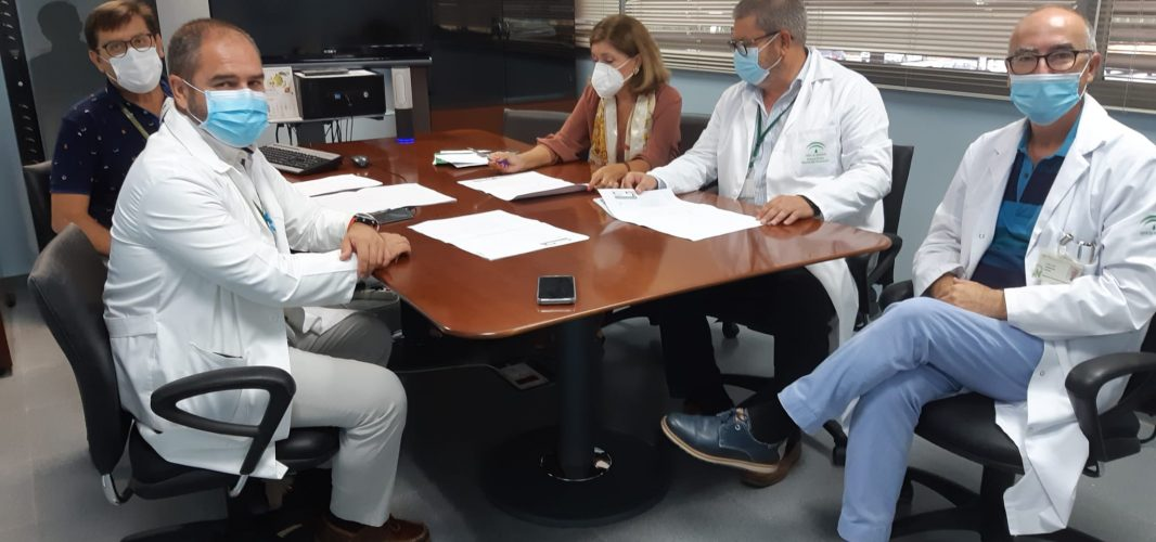 La delegada de Salud y Familias visita el Hospital de Montilla para conocer el proyecto de ampliación del centro