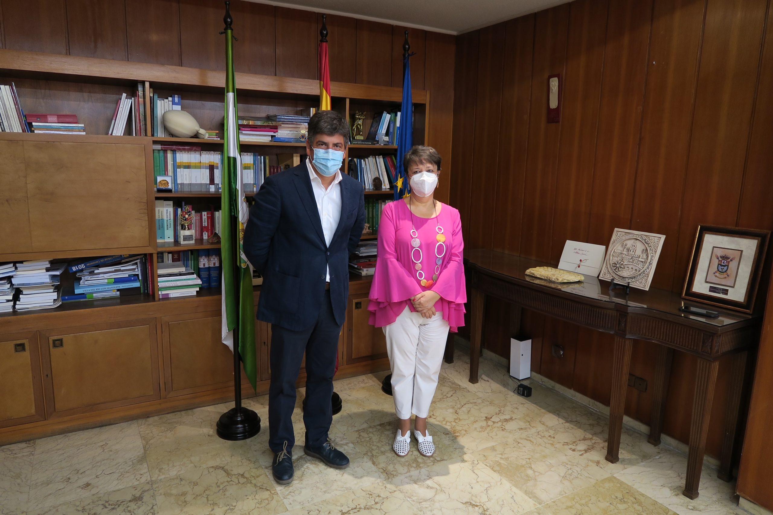 El Alcalde de Montilla se reúne con la subdelegada del Gobierno en Córdoba